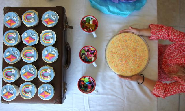 rainbow cupcakes, kite cupcakes