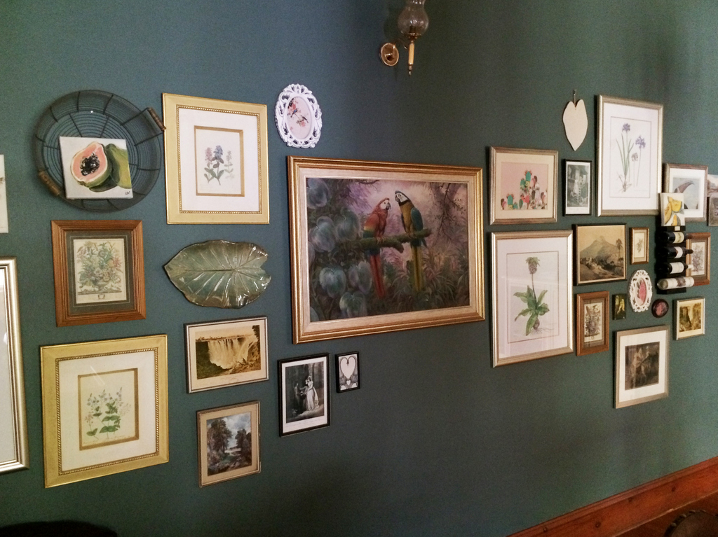 dining-room-gallery-wall