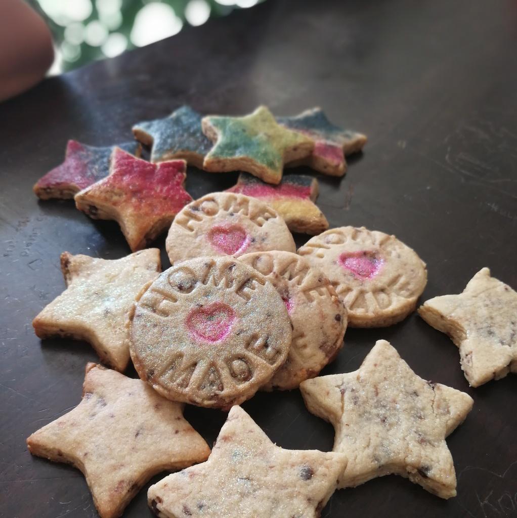 glitter biscuits